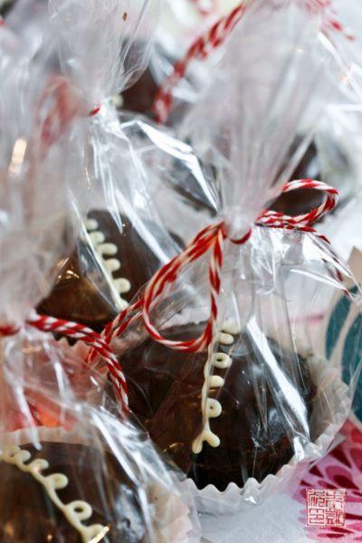 GF brownie cupcakes - bake sale tips at dessertfirstgirl.com