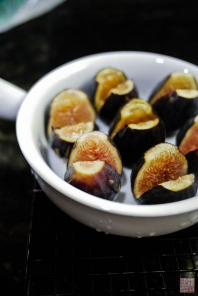 figs in dish