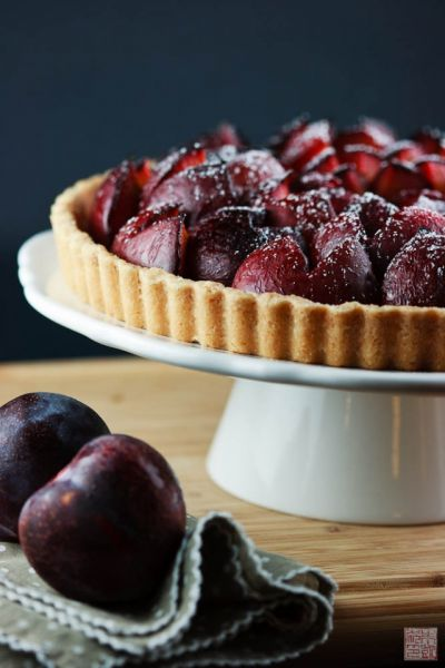 pluot tart side