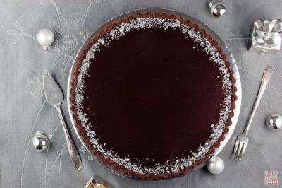 Dark Chocolate and Peppermint Cream Tart on dessertfirstgirl.com