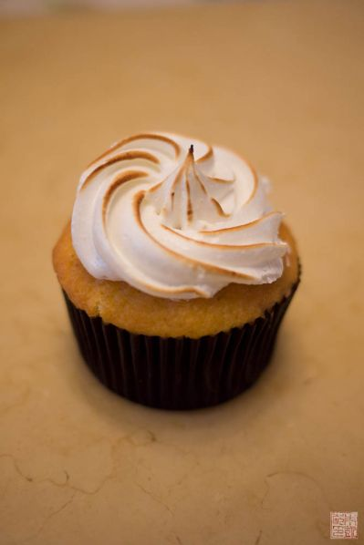 sift lemon meringue cupcake