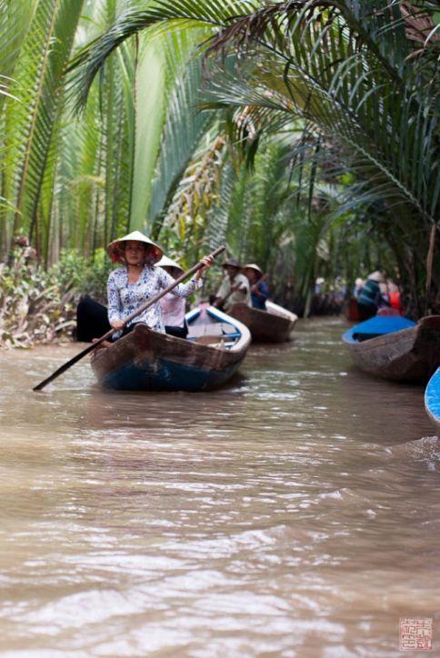 saigon mekong boat paddling