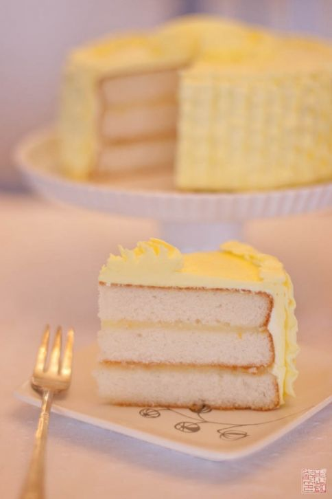 Triple Vanilla Cake with Meyer Lemon Curd on dessertfirstgirl.com