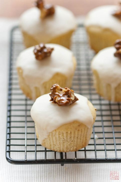 Buttermilk Cupcakes with Lemon Glaze