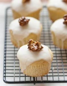 Making Do: Buttermilk Vanilla Bean Mini Cakes