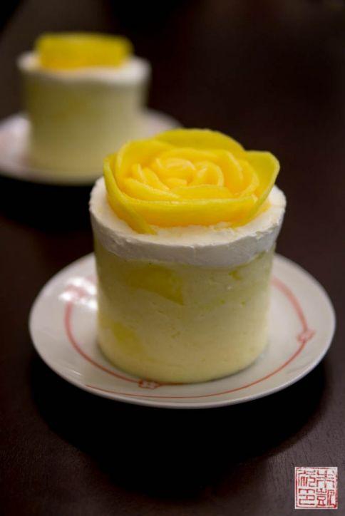mango mousse cakes