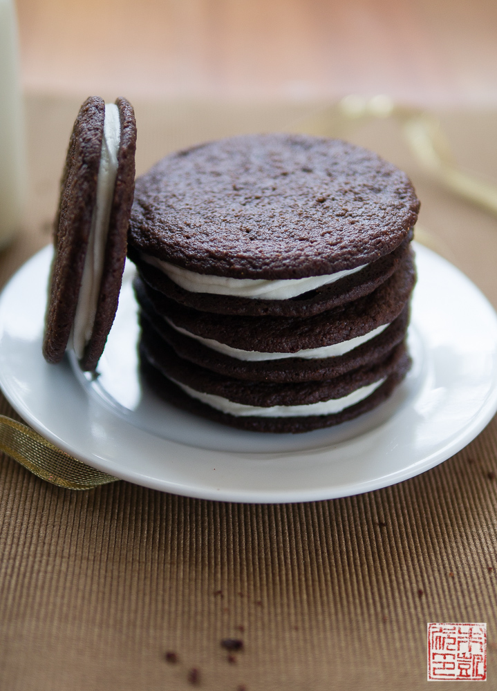 chocolate wafer cookies with lemon cream