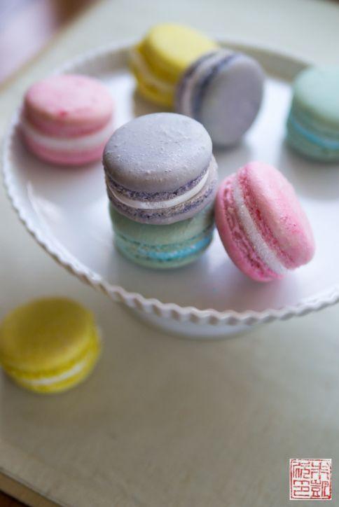 marshmallow macarons pedestal