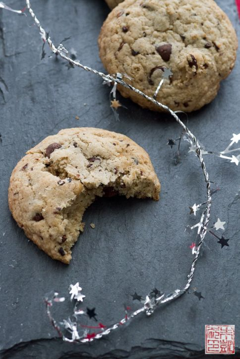 chocolate chip GF cookies closeup