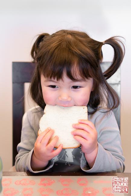 milk bread eating