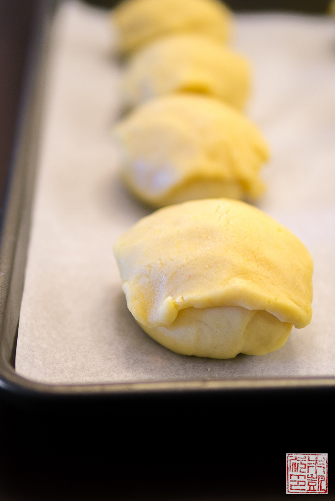 Pineapple Buns with Topping