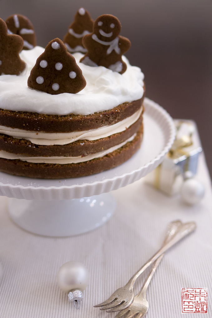 Holiday Gingerbread Cake with Cookie Butter Frosting ...