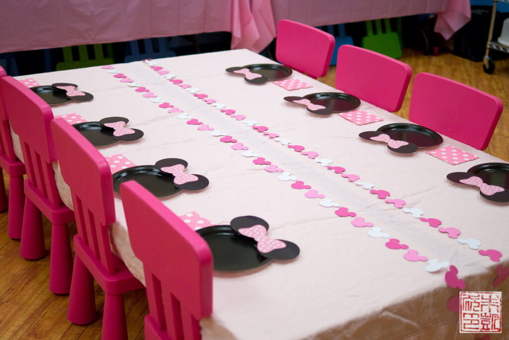 Minnie Mouse Table Setting