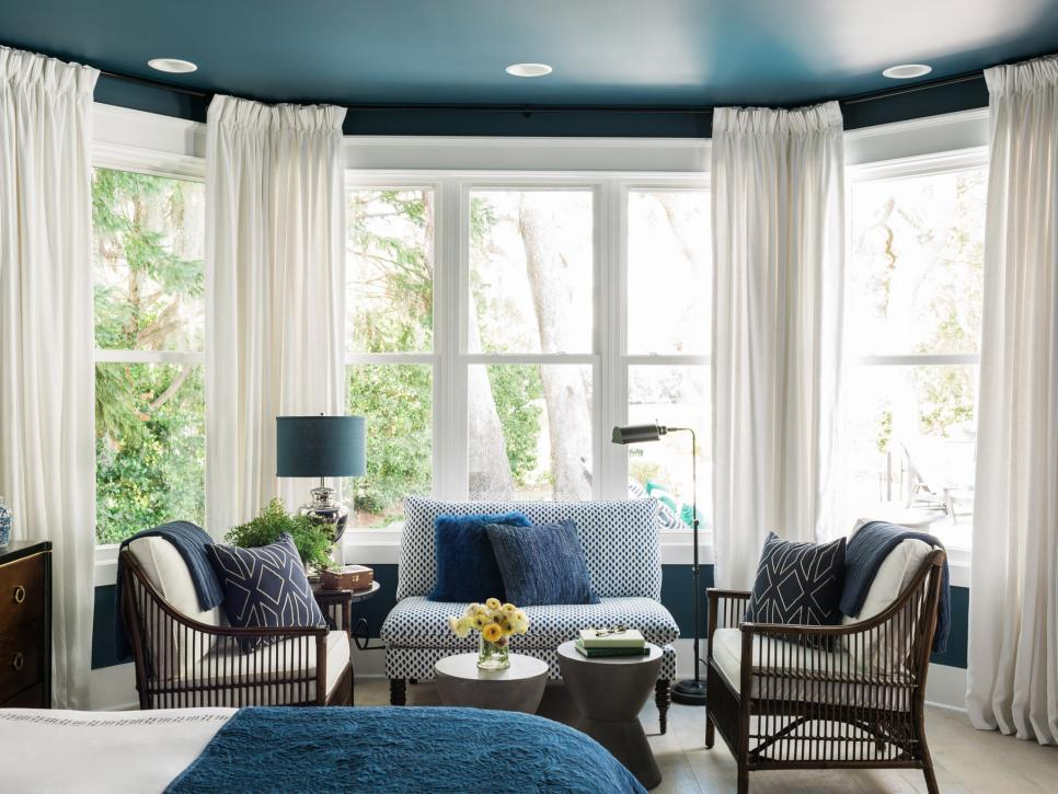 hgtv_2017_master-bedroom-12-sittin-area-straight_h-jpg-rend-hgtvcom-966-725