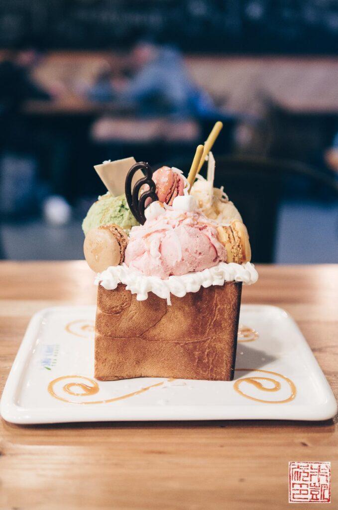 sno-crave-macaron-toast
