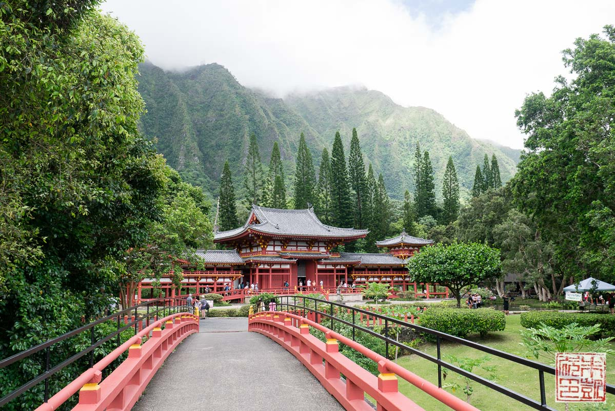 byodo-in-temple-approach