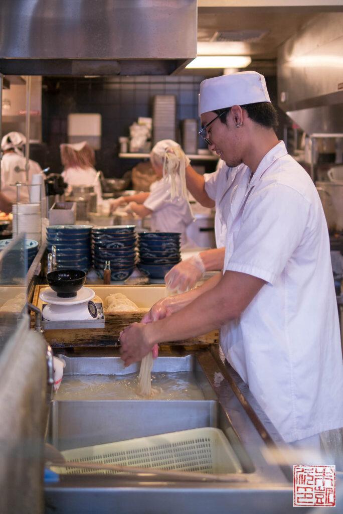 marukame-udon-making