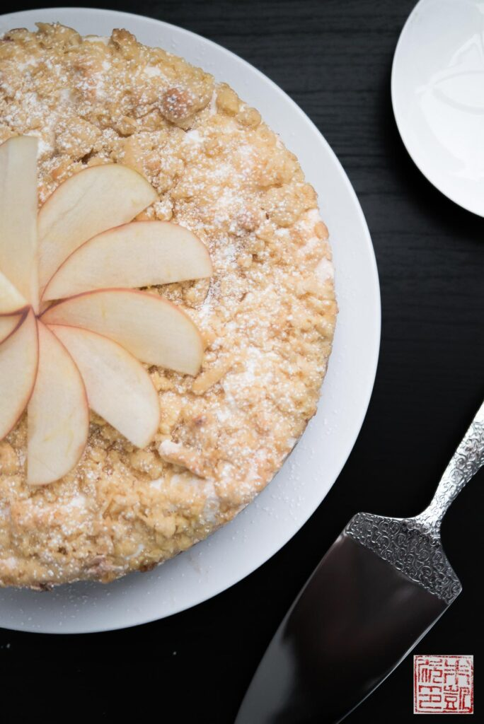 apple-meringue-cake-closeup