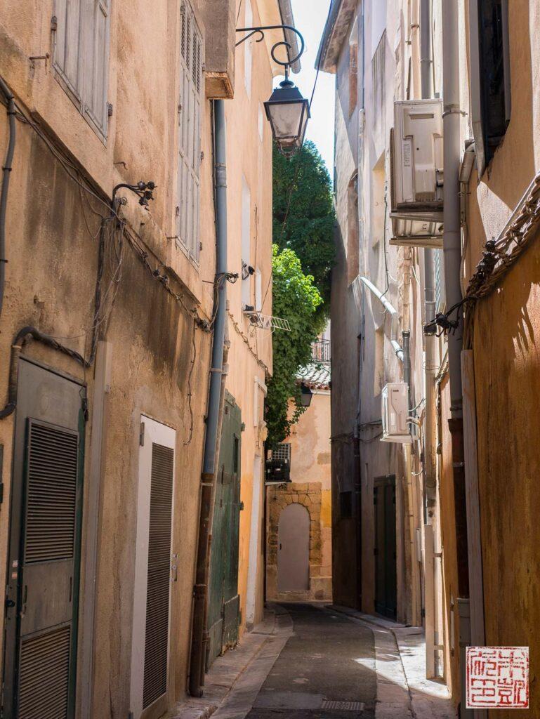 Aix en Provence alleyway