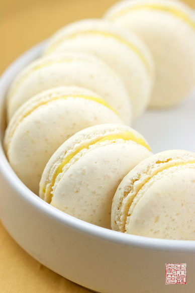 Italian Meringue Macarons on dessertfirstgirl.com