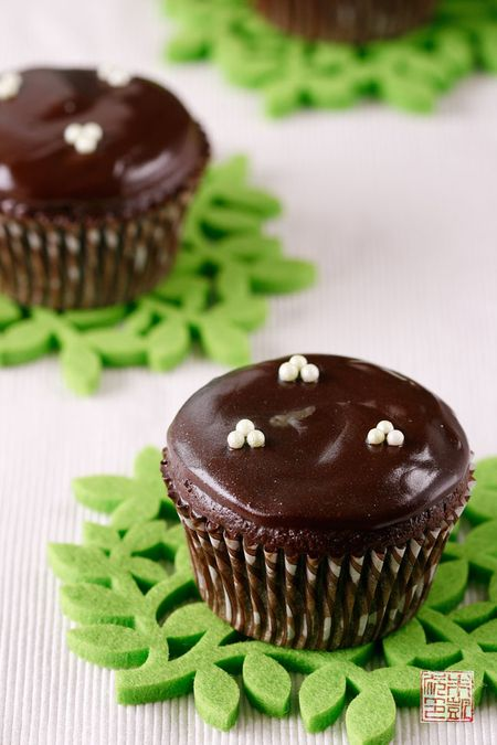 Chocolate Mint Filled Cupcakes on dessertfirstgirl.com